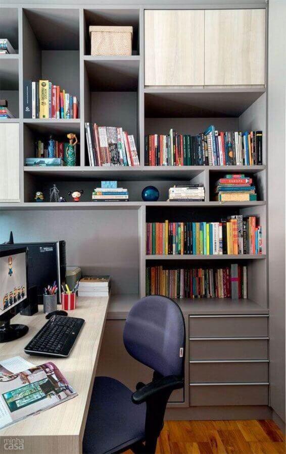 escritório decorado com estante para livros planejada Foto Decoração de Casas
