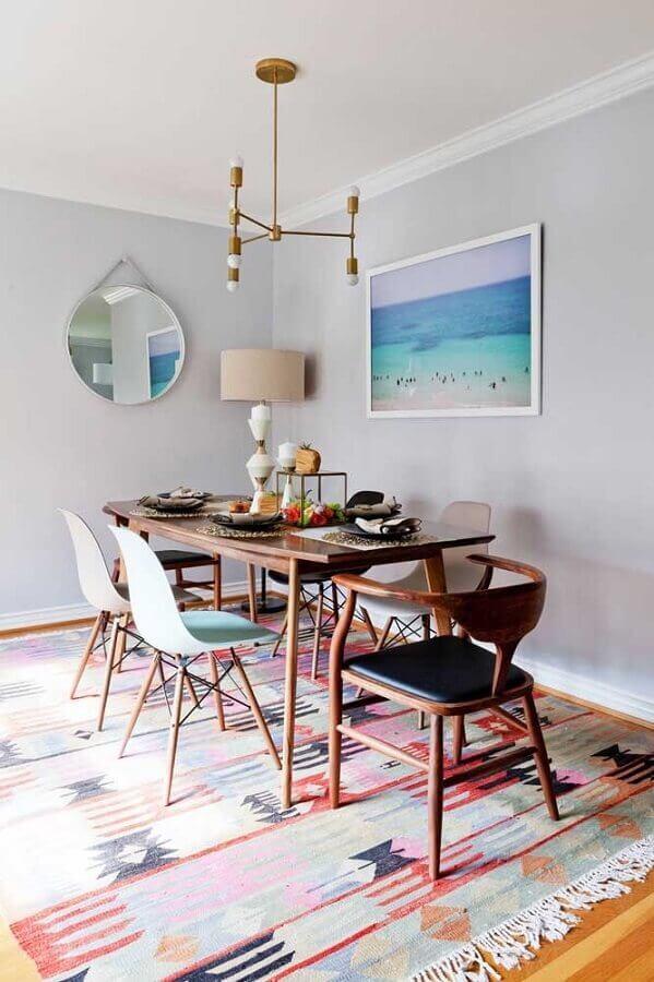 espelho redondo para sala de jantar com mesa de madeira Foto Modern Dining Tables