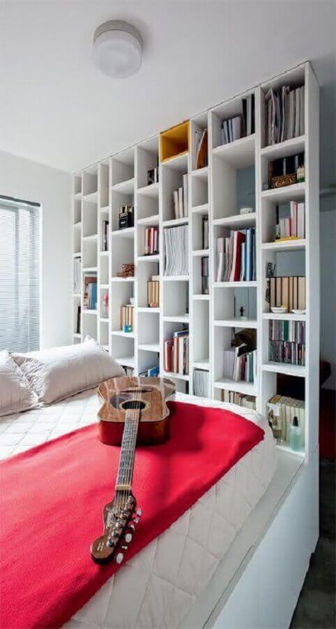 estante de livros para quarto todo branco Foto Daniela Ferrari Couture