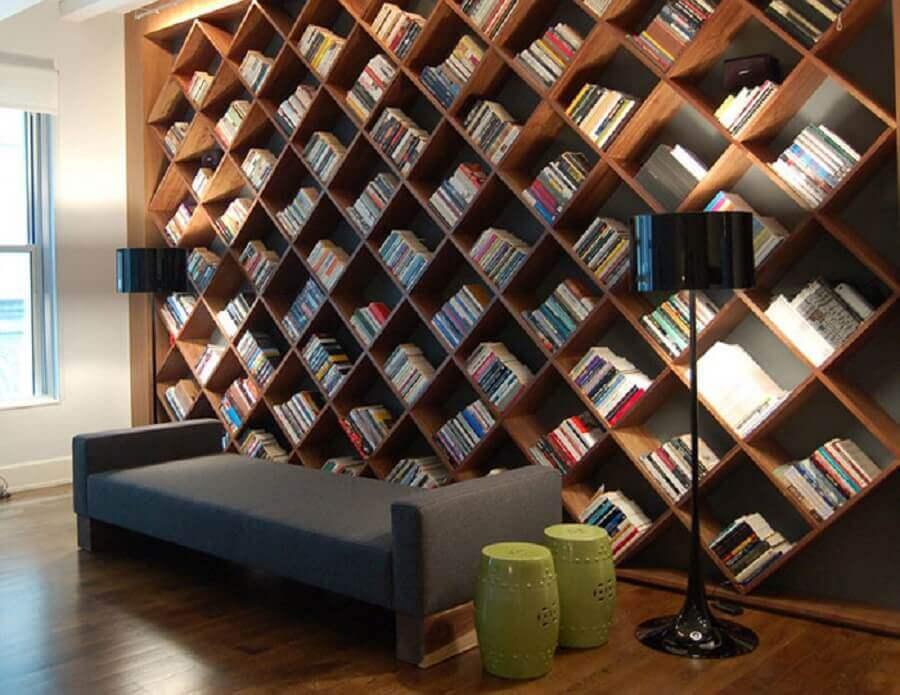 estante de madeira para livros com nichos na vertical Foto Odyssey