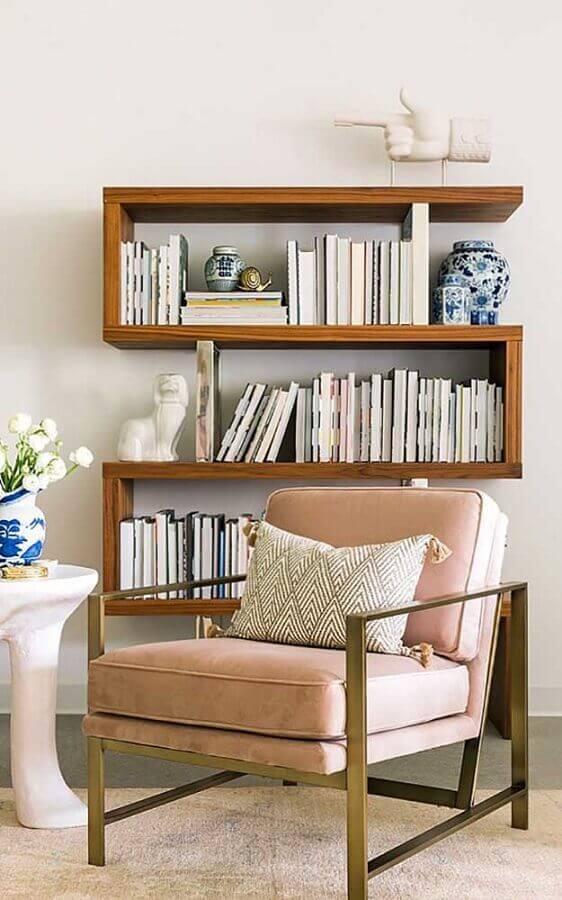 estante pequena para livros com formato diferente Foto Mauricio Gebara Arquitetura