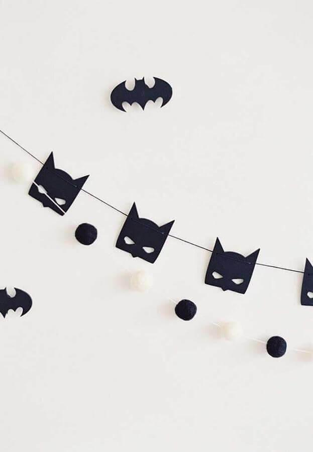 festa do batman simples decorada com varal de morceguinhos Foto Pinterest