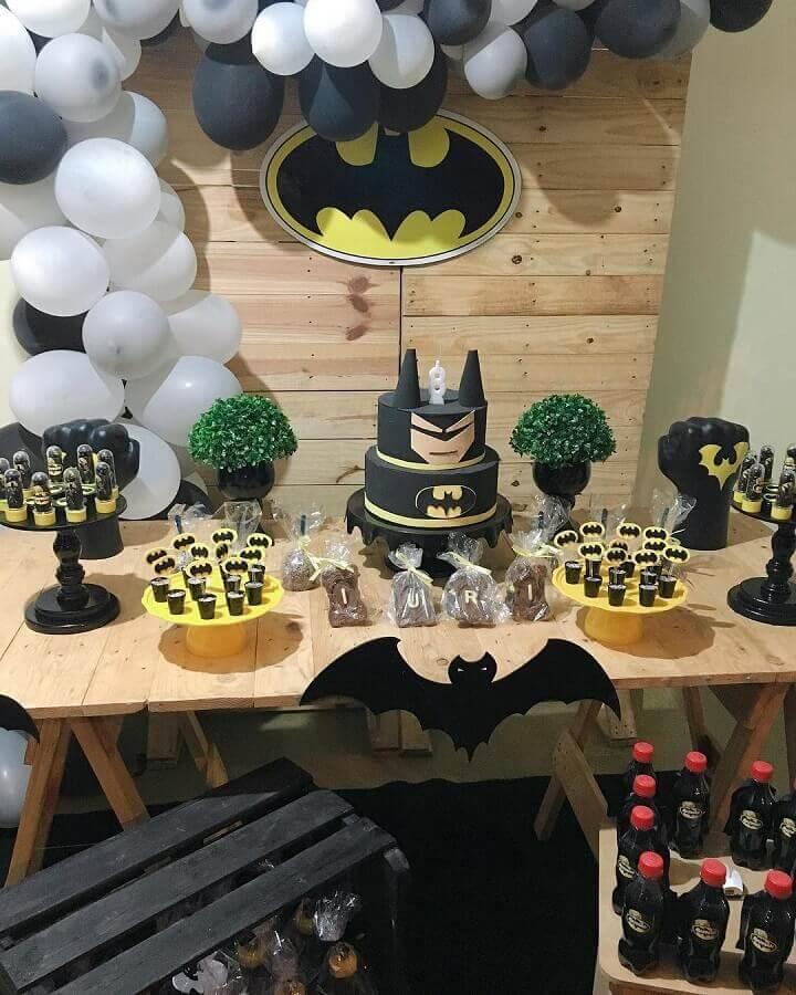 festa infantil do batman com decoração rústica Foto Little Festa