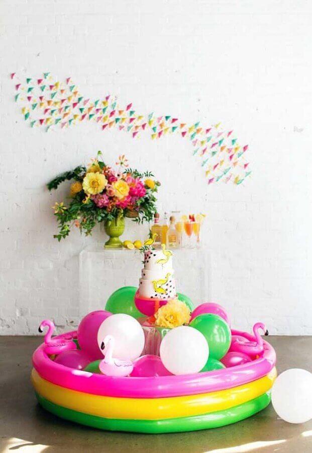 festa na piscina decorada com piscina de plastico Foto Style Me Pretty
