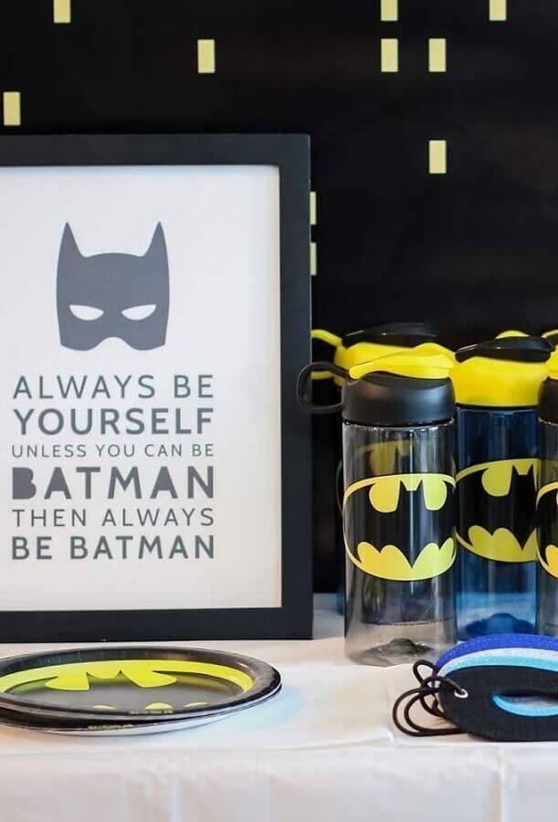garrafinhas decoradas para festa de aniversário do batman Foto Pinterest