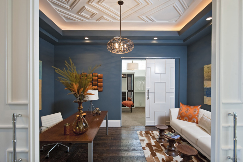 gesso acartonado - sala com teto rebaixado feito em gesso com iluminação
