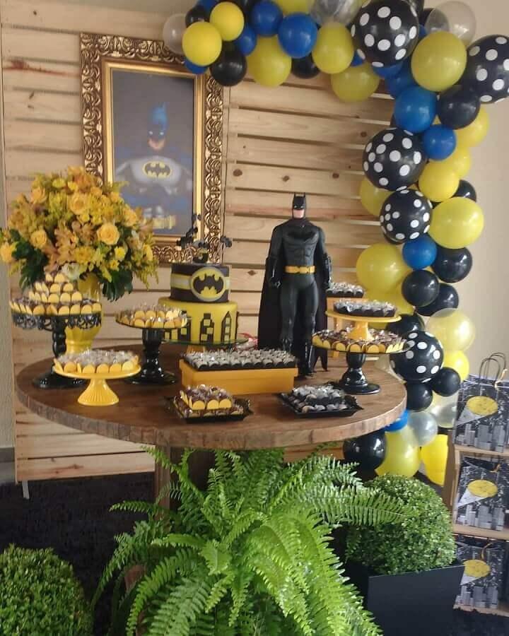 ideia de decoração rústica para festa do batman Foto La Frantelie Festas