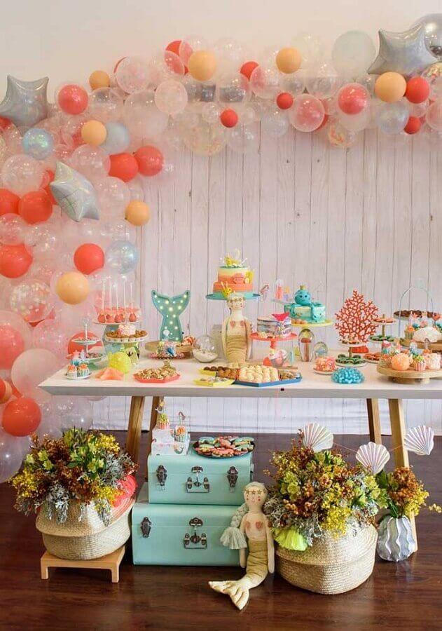 ideia delicada de decoração de festa infantil menina com tema sereia Foto Pinterest