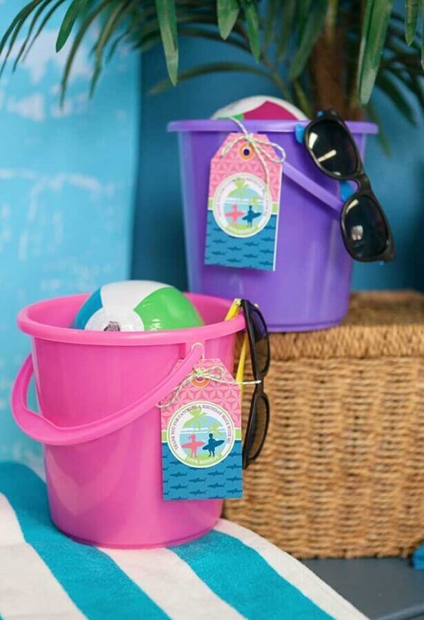 itens para jogos de festa na piscina Foto Hoopla Events