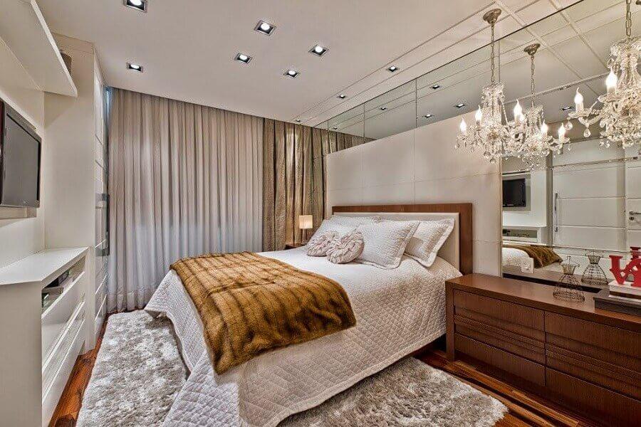 lustre de cristal para decoração de quarto de casal moderno Foto Aaron Guide