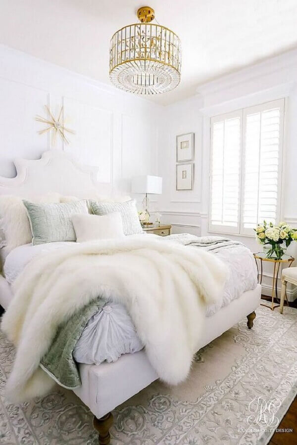 modelo de lustre para quarto de casal todo branco Foto South Shore Decorating Blog