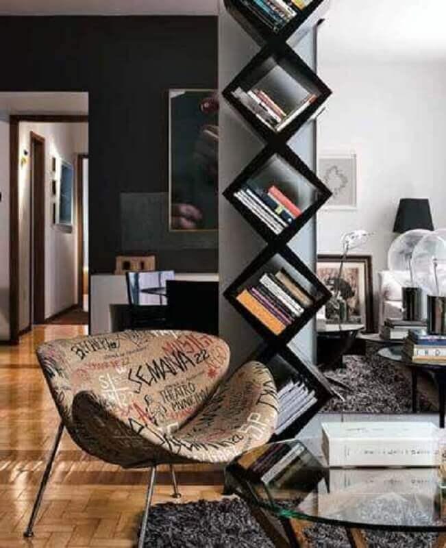 modelo moderno de estante para livros Foto By Andrea Lenz