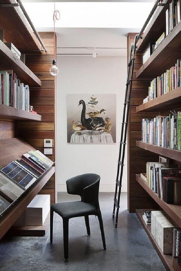 modelo planejado de estante de madeira para livros Foto The Organized Home