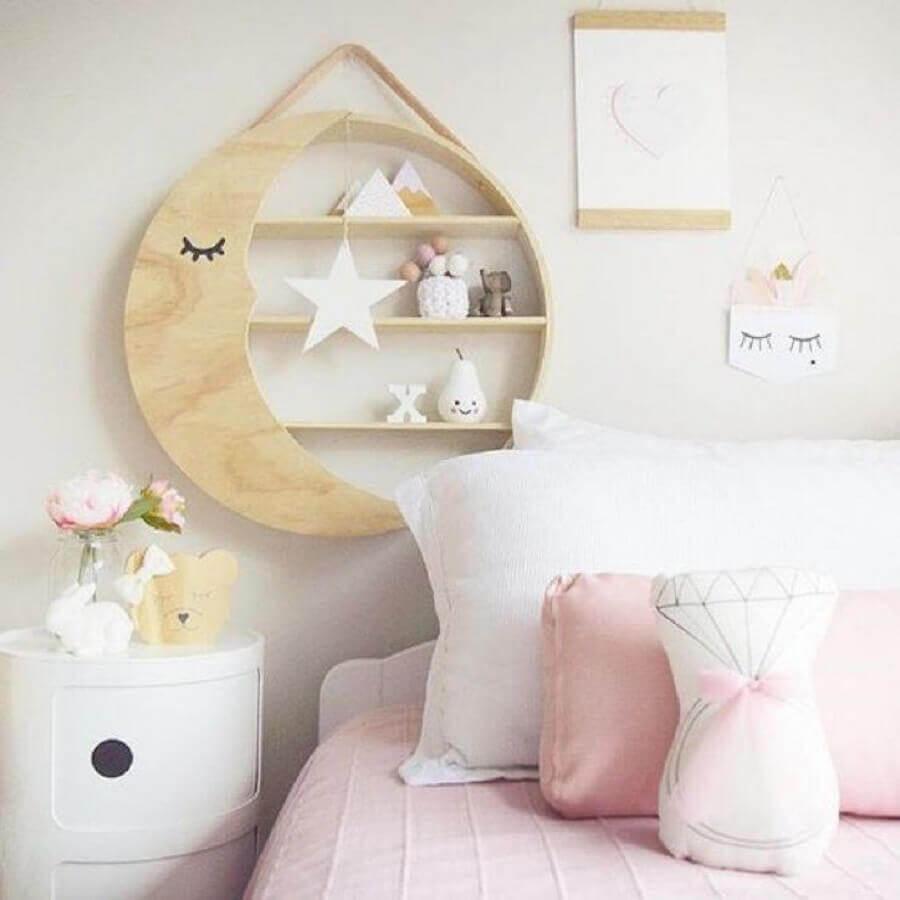 nicho redondo de madeira com desenho de lua Foto Pinterest