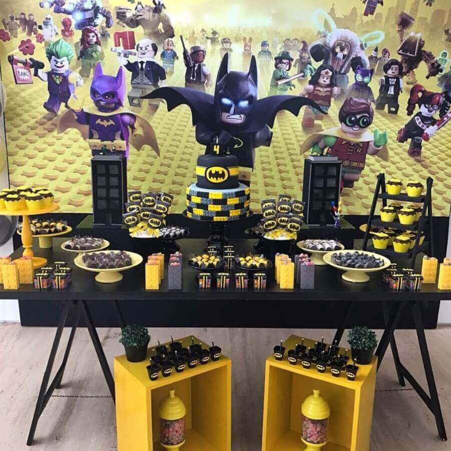painel divertido para decoração de festas do batman Foto Casa em Festa