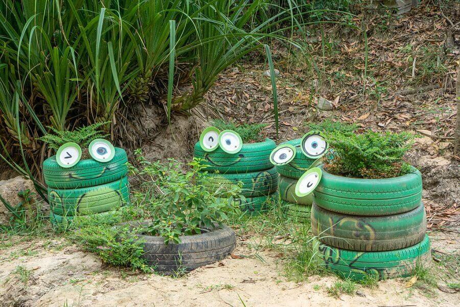pneus personalizados com carinha de sapo para decoração