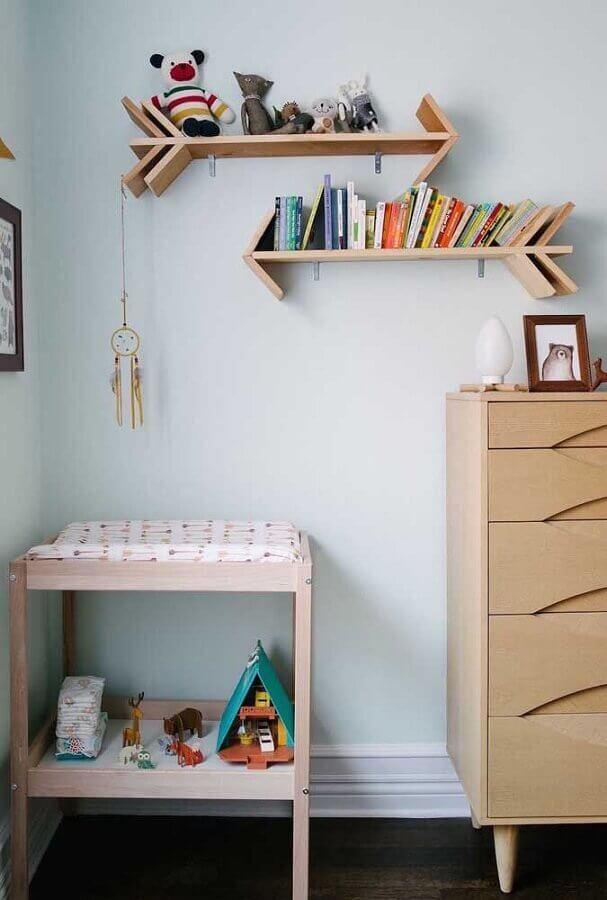 prateleira de madeira em formato de flecha Foto Homedit
