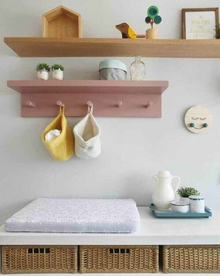 prateleira de madeira para quarto de bebê Foto Guilherme Barbosa