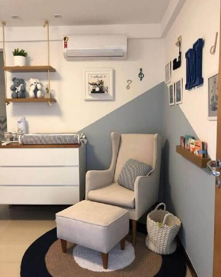 prateleira de madeira para quarto de bebê com detalhe em corda Foto Dicas Decor