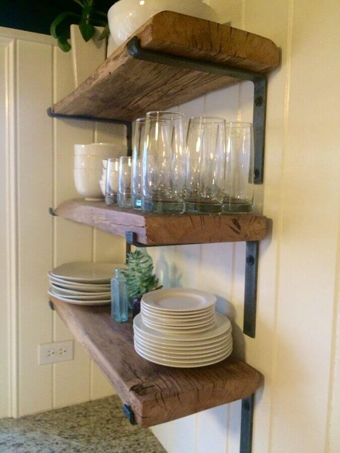 prateleira de madeira rústica com suporte de ferro Foto Pinterest