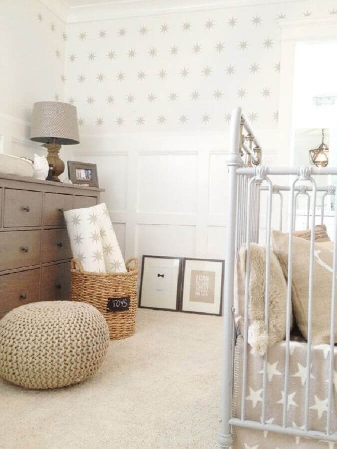 quarto de bebê decorado com puff de pneu