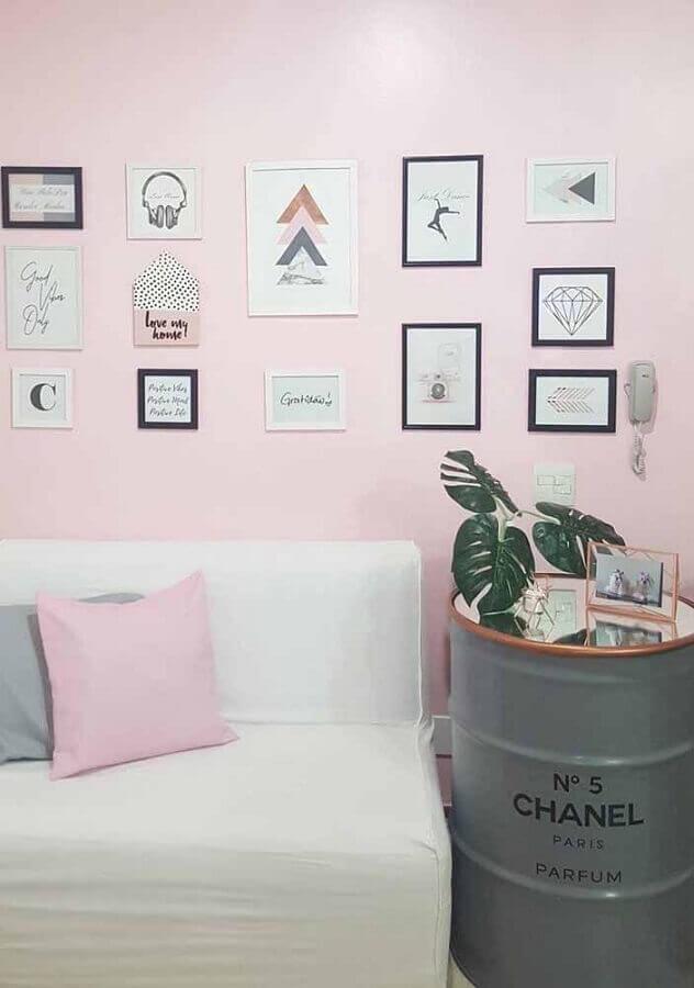 sala decorada com tonel tambor decorativo cinza Foto Pinterest