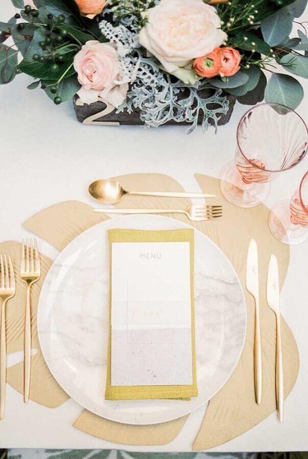 sofisticada mesa decorada para bodas de ouro Foto 100 Layer Cake