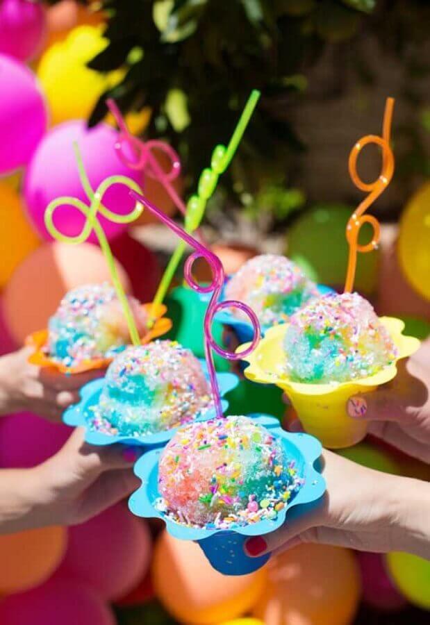 sorvetes coloridos para festa na piscina Foto Studio DIY