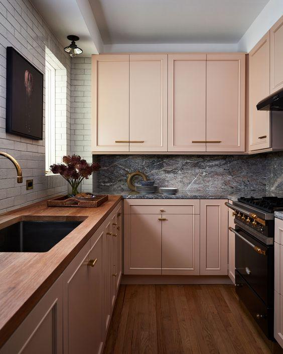 tinta para madeira - cozinha com armários rosas