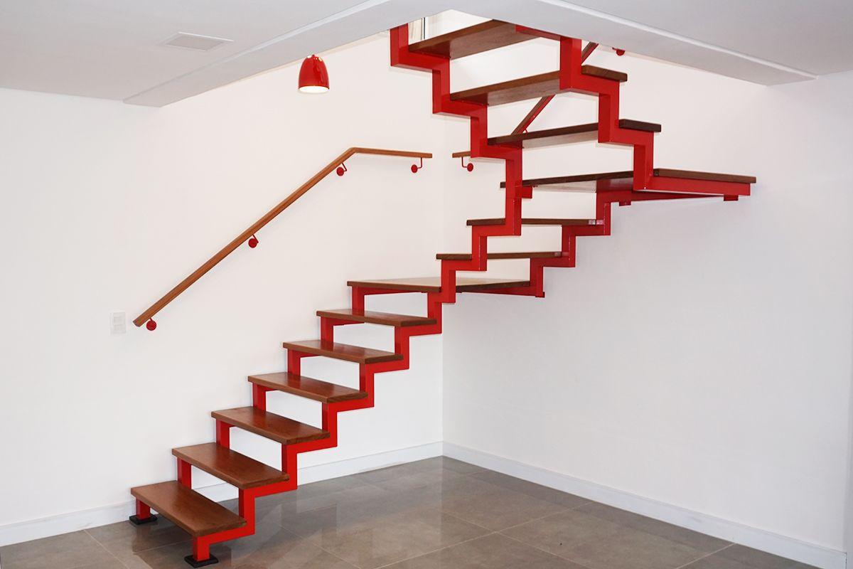 tinta para madeira - escadar de madeira vermelha