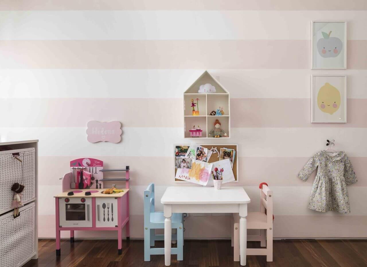 tinta para madeira - quarto infantil com móveis coloridos