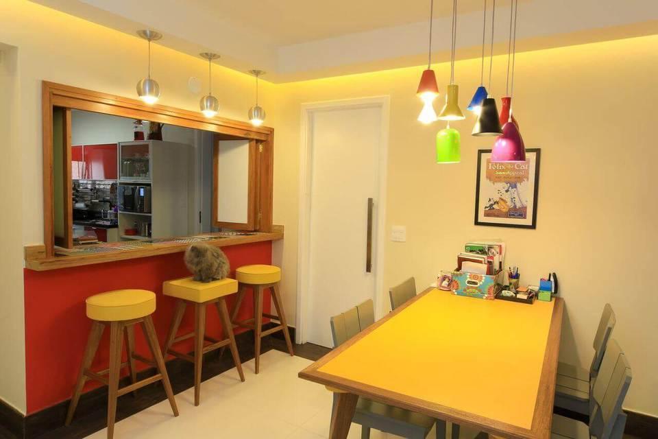 tinta para madeira - sala de jantar com mesa amarela