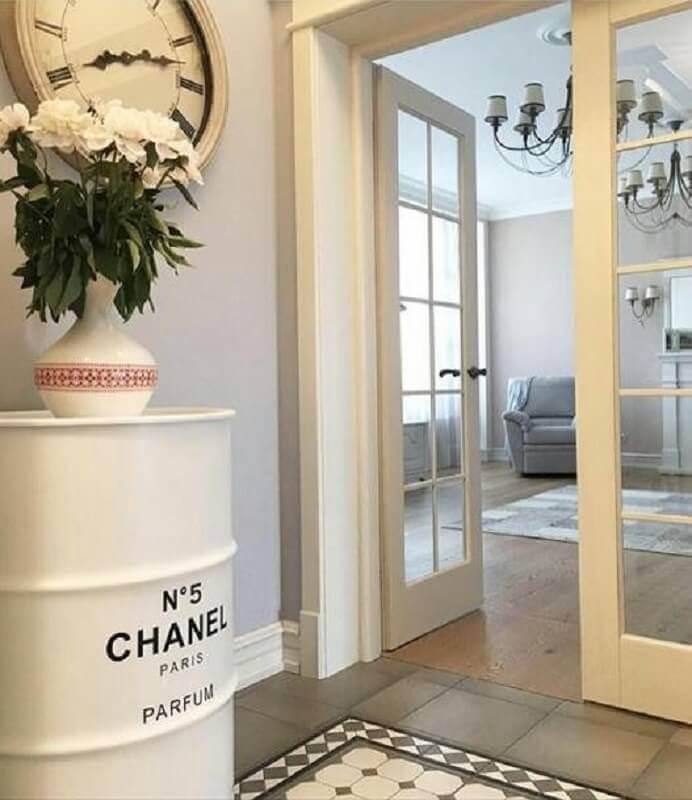 tonel branco para decoração clássica Foto Pinosy