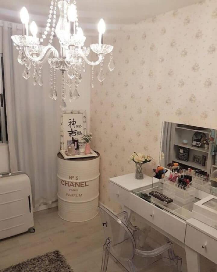 tonel tambor decorativo para quarto feminino todo branco com penteadeira Foto Pinterest