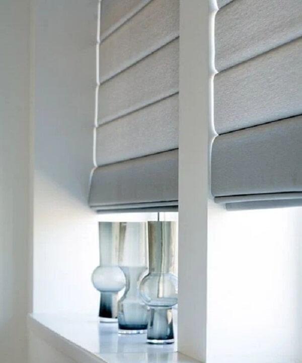 A persiana cinza é uma alternativa versátil para a sua decoração. Fonte: Pinterest