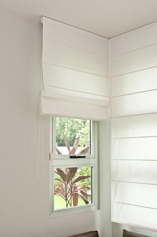 A persiana romana branca é um dos modelos mais usados. Fonte: Pinterest