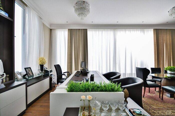 Deixe o ambiente mais confortável, substituindo as cadeiras para escritório por poltronas