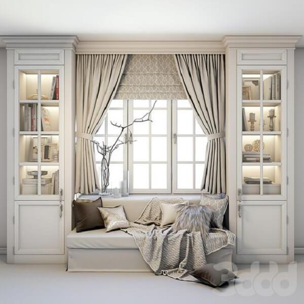 Ambiente planejado com a presença de persiana romana e cortina