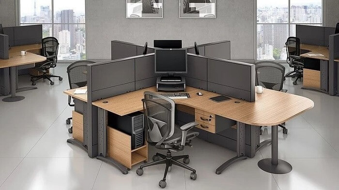 Em ambientes com mesa em formato l opte por uma cadeira para escritório giratória e com rodízios