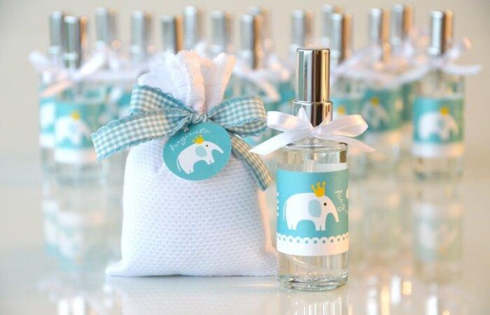 Utilize aromatizadores de ambiente como lembrancinha de maternidade