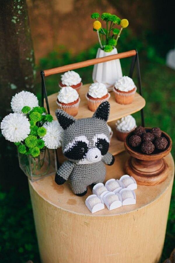 Animals in amigurumi are cute and make the decor even more stylish