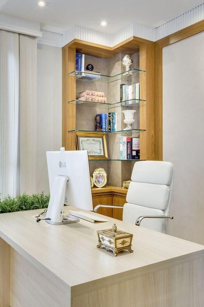 Cadeira para escritório branca do tipo executiva