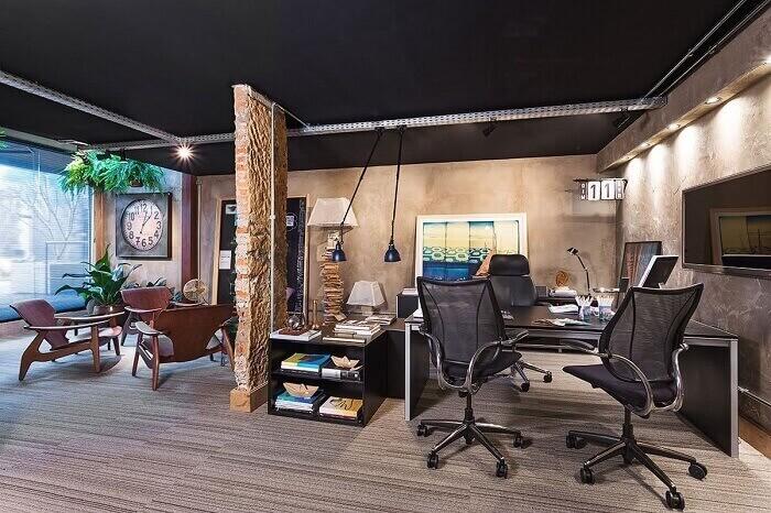Cadeira para escritório de tela e estrutura metálica