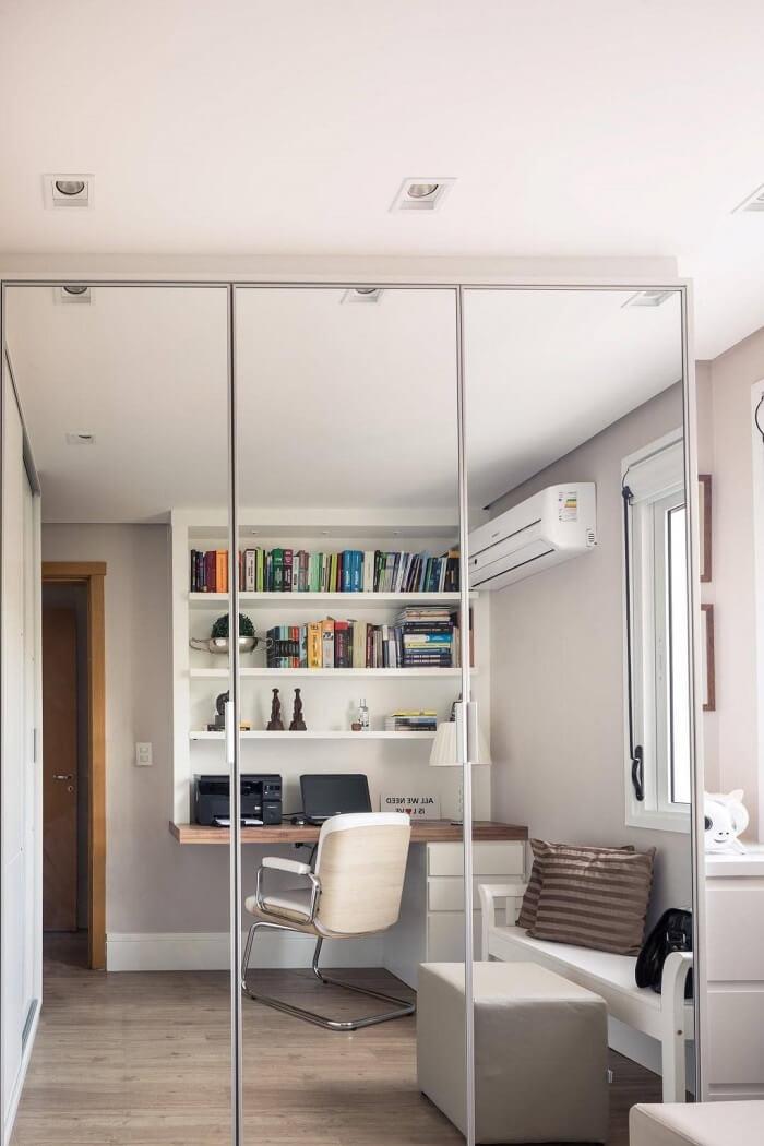 Cadeira de escritório sem rodízio, mas um um design bem elegante