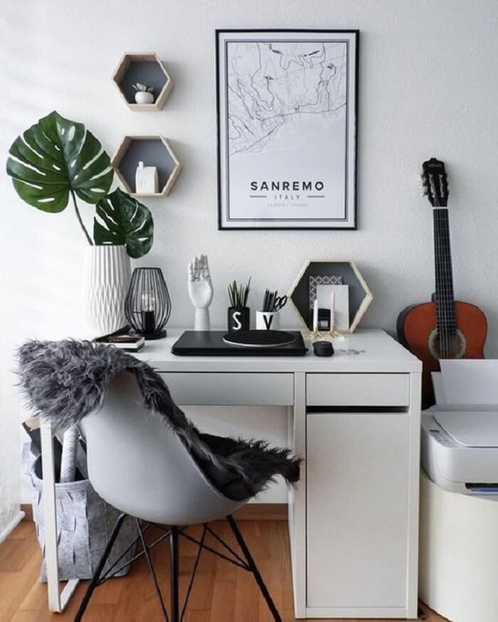 Cadeira para escritório do tipo eiffel com pés de palito
