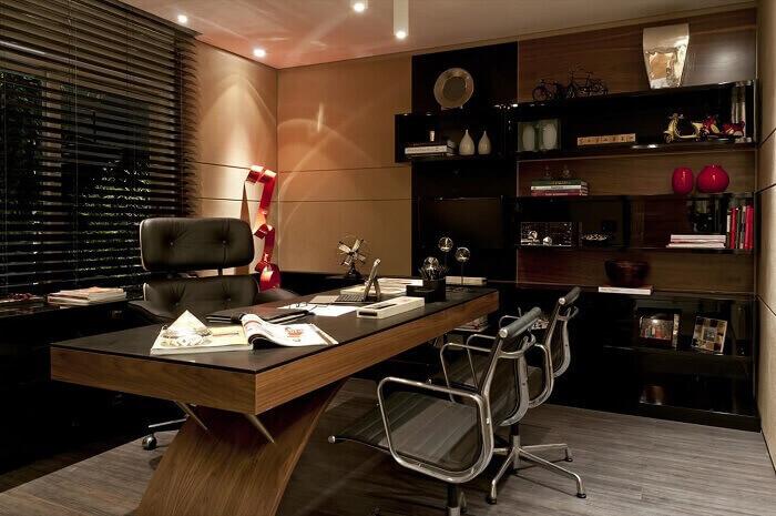 Cadeira para escritório feita em couro