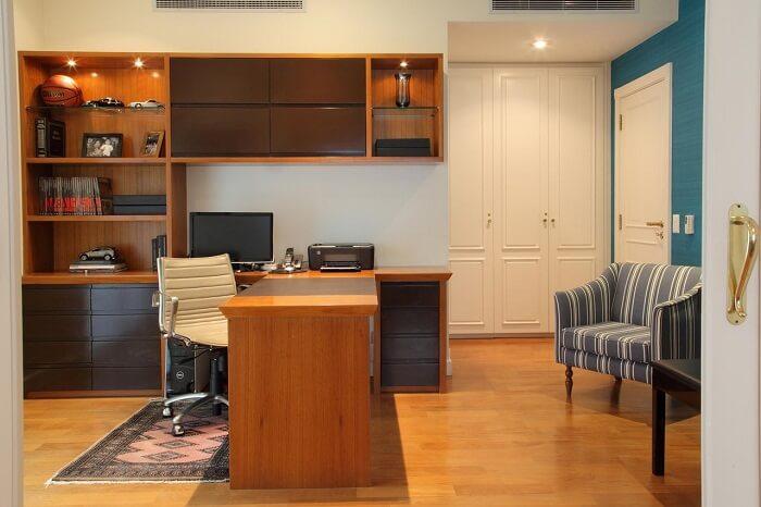 Cadeira para escritório branca pequena com rodízios