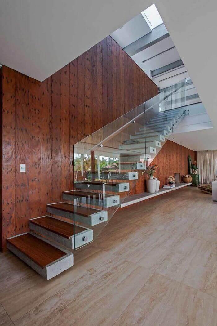 Concreto e madeira tudo junto e misturado