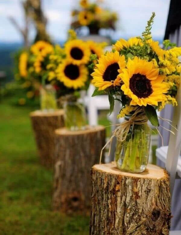 Creative decoration with sunflowers for little farm party