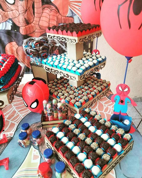 Decoração para festa do homem aranha com doces